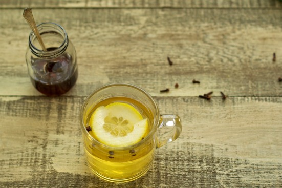 hot whiskey with lemon, cloves, and honey